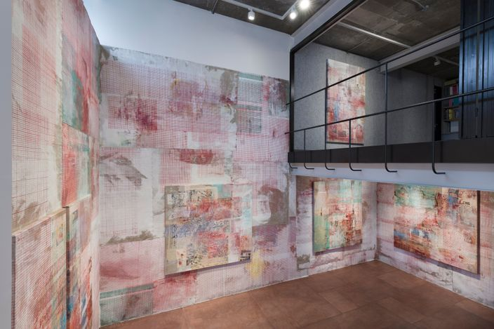Exhibition view: Mandy El-Sayegh, Protective Inscriptions, Lehmann Maupin, Seoul (20 May–17 July 2021). Courtesy the artist and Lehmann Maupin, New York, Hong Kong, Seoul, and London.Photo: OnArt Studio.