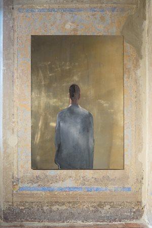 Uomo grigio di schiena by Michelangelo Pistoletto contemporary artwork