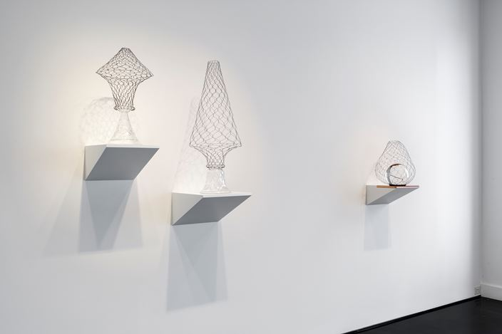 Exhibition view: Nicholas Folland, Dawn Chorus, Tolarno Galleries, Melbourne (4 October–2 November 2018). Courtesy Tolarno Galleries. Photo: Christo Crocker.
