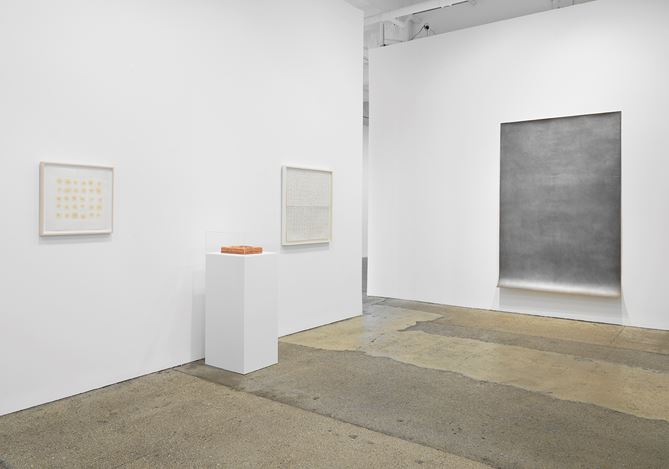 Exhibition view: Michelle Stuart, Flight of Time, Galerie Lelong & Co., New York (31 January–9 March 2019).© Michelle Stuart. Courtesy Galerie Lelong & Co., New York.