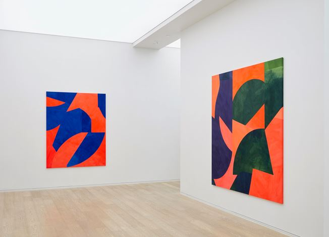 Exhibition view: Sarah Crowner, Paintings for the Stage, Simon Lee Gallery, Hong Kong (15 February–20 March 2019). Courtesy Simon Lee Gallery.