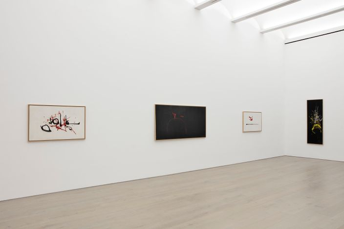 Exhibition view: Georges Mathieu, Perrotin, New York (8 September–23 October 2021). © Georges Mathieu / ADAGP, Paris & ARS, New York, 2021. Courtesy the artist and Perrotin.Photo: Guillaume Ziccarelli.