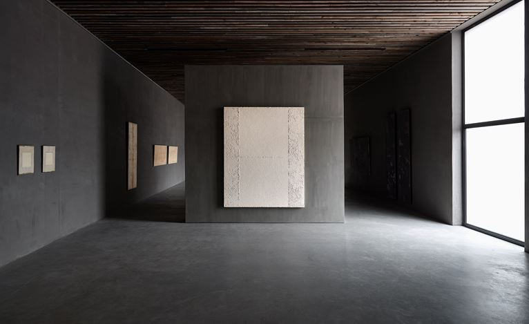 Exhibition view: Chung Chang-Sup, Return, Axel Vervoordt Gallery, Wijnegem (14 April–2 June 2018). Courtesy Axel Vervoordt Gallery.