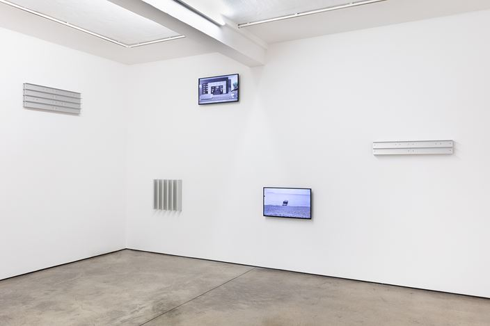 Exhibition view:Liam Gillick,The Night of Red and Gold, Maureen Paley, London (29 September–17 November 2019). ©Liam Gillick. CourtesyMaureen Paley, London.