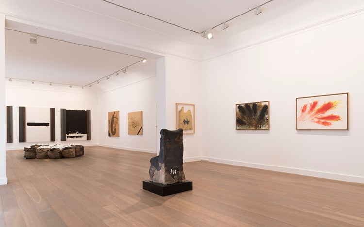 Jannis Kounellis, Arnulf Rainer, Antoni Tàpies, Trio, 2016, Exhibition view. Courtesy Galerie Lelong, Paris.