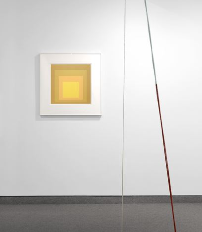 Exhibition view: Fred Sandback and Josef Albers, Krakow Witkin Gallery, Boston (11 May–15 June 2019). Courtesy Krakow Witkin Gallery.