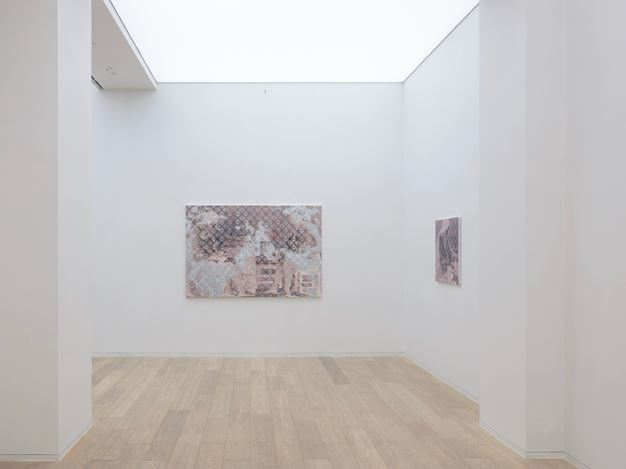 Exhibition view: Toby Ziegler, Your Mother, Simon Lee Gallery, Hong Kong (31 October–4 January 2018). Courtesy Simon Lee Gallery.