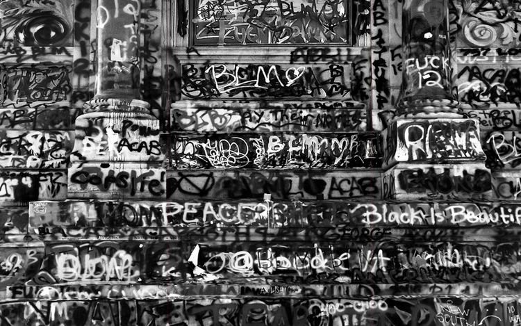 Robert Longo, Untitled (Robert E. Lee Monument Graffiti for George Floyd; Richmond, Virginia, 2020) (2021) (detail). Charcoal on mounted paper. 243.8 x 370.8 cm. © Robert Longo. Courtesy Pace Gallery.