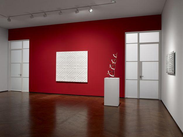 Exhibition view: Enrico Castellani, Castellani   Sculpture,Lévy Gorvy, London (12 April–15 May 2021). CourtesyLévy Gorvy.