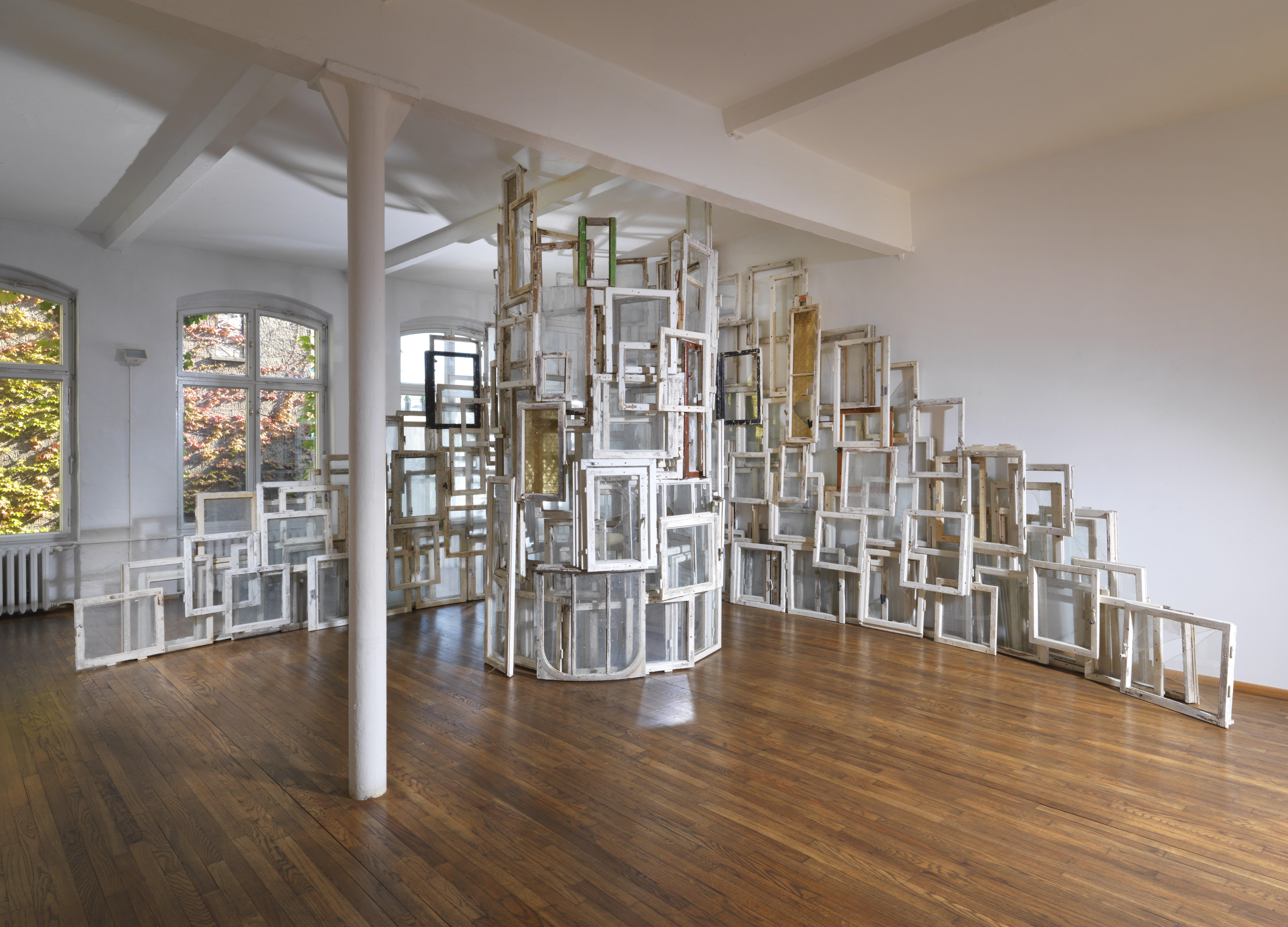 Image: Chiharu Shiota, Inside-Outside, 2009. ca. 280 windows, 1 chair, dimensions vary with installation. Courtesy Sammlung Hoffmann, Berlin. Photo: Jens Ziehe.
