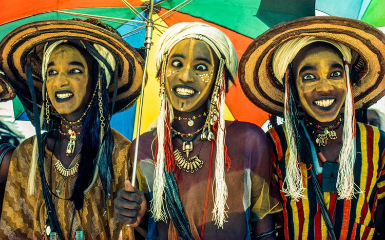 Carol Beckwith & Angela Fisher, Three Wodaabe Male Charm Dancers, Niger (1981) (detail). Archival inkjet print. 67.7 x 101.6 cm. Courtesy THK Gallery.
