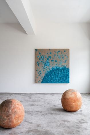 Exhibition view: Bosco Sodi, A Thousand Li of Rivers and Mountains, Axel Vervoordt Gallery, Hong Kong (13 February–1 September 2020). © Courtesy the artist and Axel Vervoordt Gallery.