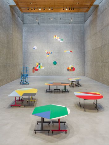 Exhibition view: Amalia Pica, Round Table (and other forms), König Galerie, Berlin (27 March–25 April 2021). Courtesy König Galerie.