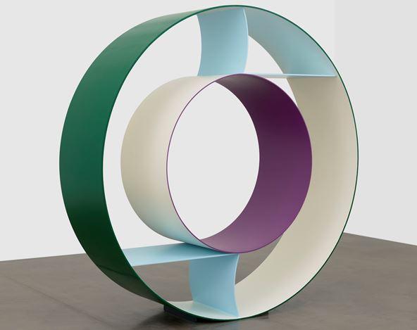 David Annesley, Mirror(2019). Painted aluminium. 219 x 219 x 62 cm. Courtesy Waddington Custot.