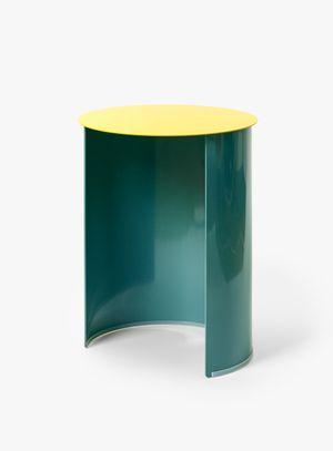 작은 공간이 있는 스툴(Stools with small space) by zerolab contemporary artwork