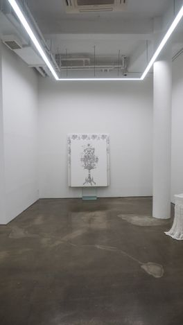 Exhibition view: JooLee Kang,ON STAND IN GLASS UNDER CLOTH, Gallery Chosun, Seoul (18 May–19 June 2021). Courtesy Gallery Chosun.