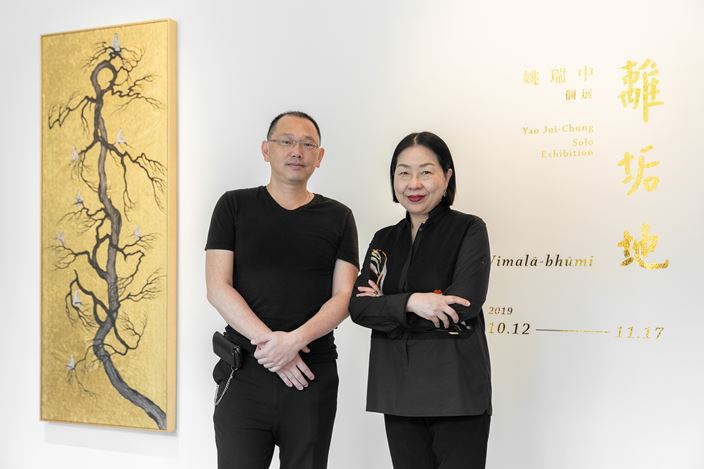 Yao Jui-chung, Vimalā - bhūmi: Beauty & Hero 離垢地:江山美人 (2019). Ink pen and gold leaf on Indian handmade paper. 200 x 300 cm. Courtesy the artist and Tina Keng Gallery, Taipei.