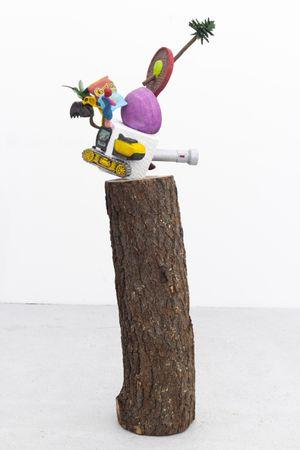 Las cosas antiguas que nos pertenecen (Hexahedron/Cheetos) by Gabriel Rico contemporary artwork