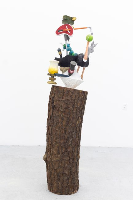 Las cosas antiguas que nos pertenecen (Octahedron/ostrich) by Gabriel Rico contemporary artwork