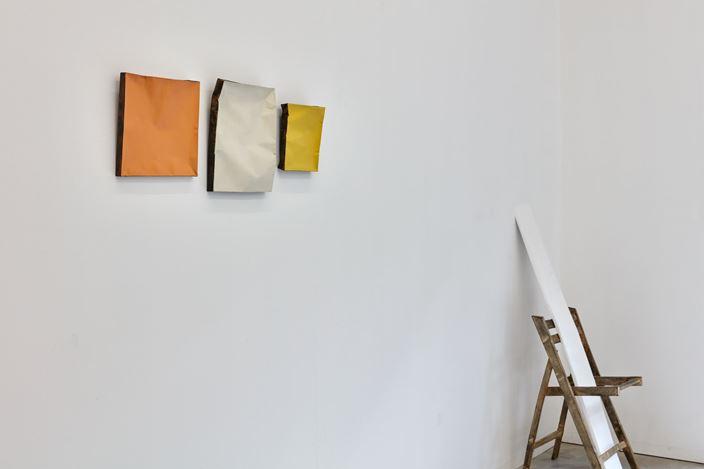 Exhibition view: Johan De Wit, Comforting Stash, Kristof De Clercq, Ghent (17 March–21 April 2019). Courtesy Kristof De Clercq gallery.