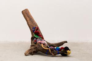 Eu Me Levanto, from Raiz series by Sonia Gomes contemporary artwork