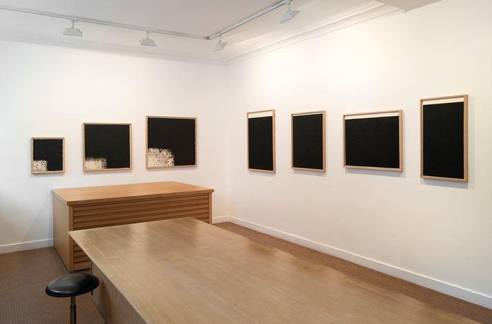 Exhibition view: Richard Serra, New prints,Galerie Lelong & Co., 13 Rue de Téhéran, Paris (12 March–24 July 2020). Courtesy Galerie Lelong & Co. Paris.