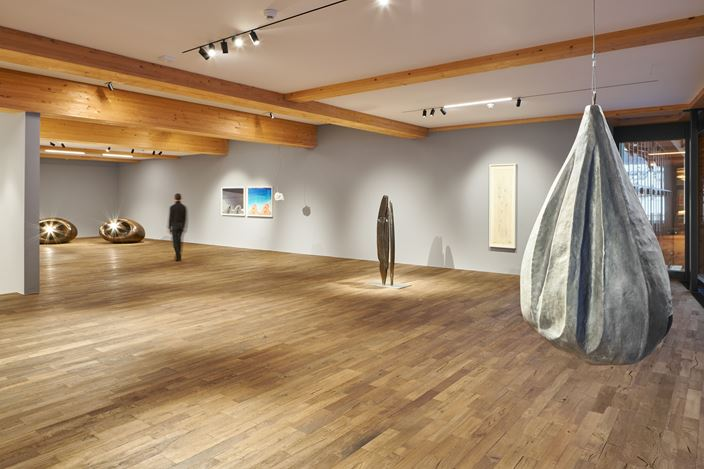 Exhibition view:Louise Bourgeois, The Heart Has Its Reasons, Tarmak22, Gstaad (19 December 2020–4 April 2021). © The Easton Foundation / 2020, ProLitteris, Zurich. Courtesy The Easton Foundation and Hauser & Wirth. Photo: Jon Etter.