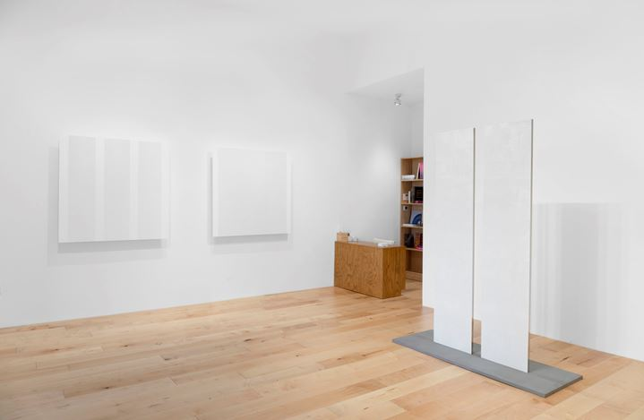 Exhibition view: Mary Corse, Pace Gallery, Palm Beach (4–21 February 2021). © Mary Corse. Courtesy Pace Gallery.