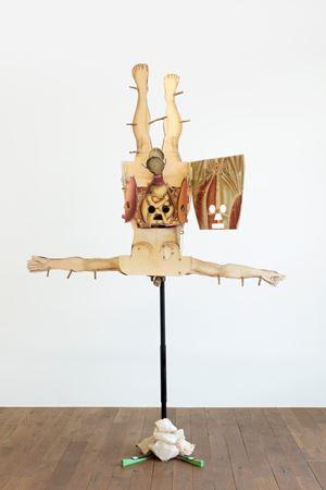 Le monde à l'envers (Het masker) by Patrick Van Caeckenbergh contemporary artwork sculpture