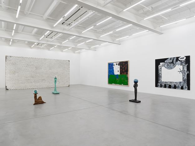 Exhibition views: Group Show, Galerie Eva Presenhuber, Maag Areal, Zurich (12 June–18 July 2020). © the artists. Courtesy the artists and Galerie Eva Presenhuber, Zurich. / New York. Photo: Stefan Altenburger.