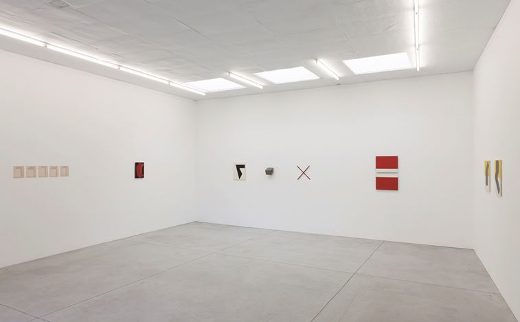 Exhibition view: Mario De Brabandere,I AM GOOD AT NOT THINKING, Kristof De Clercq gallery, Ghent (3 September–22 October 2017). Courtesy Kristof De Clercq gallery.