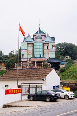 Hangzhou House No.17 by Li Qing contemporary artwork
