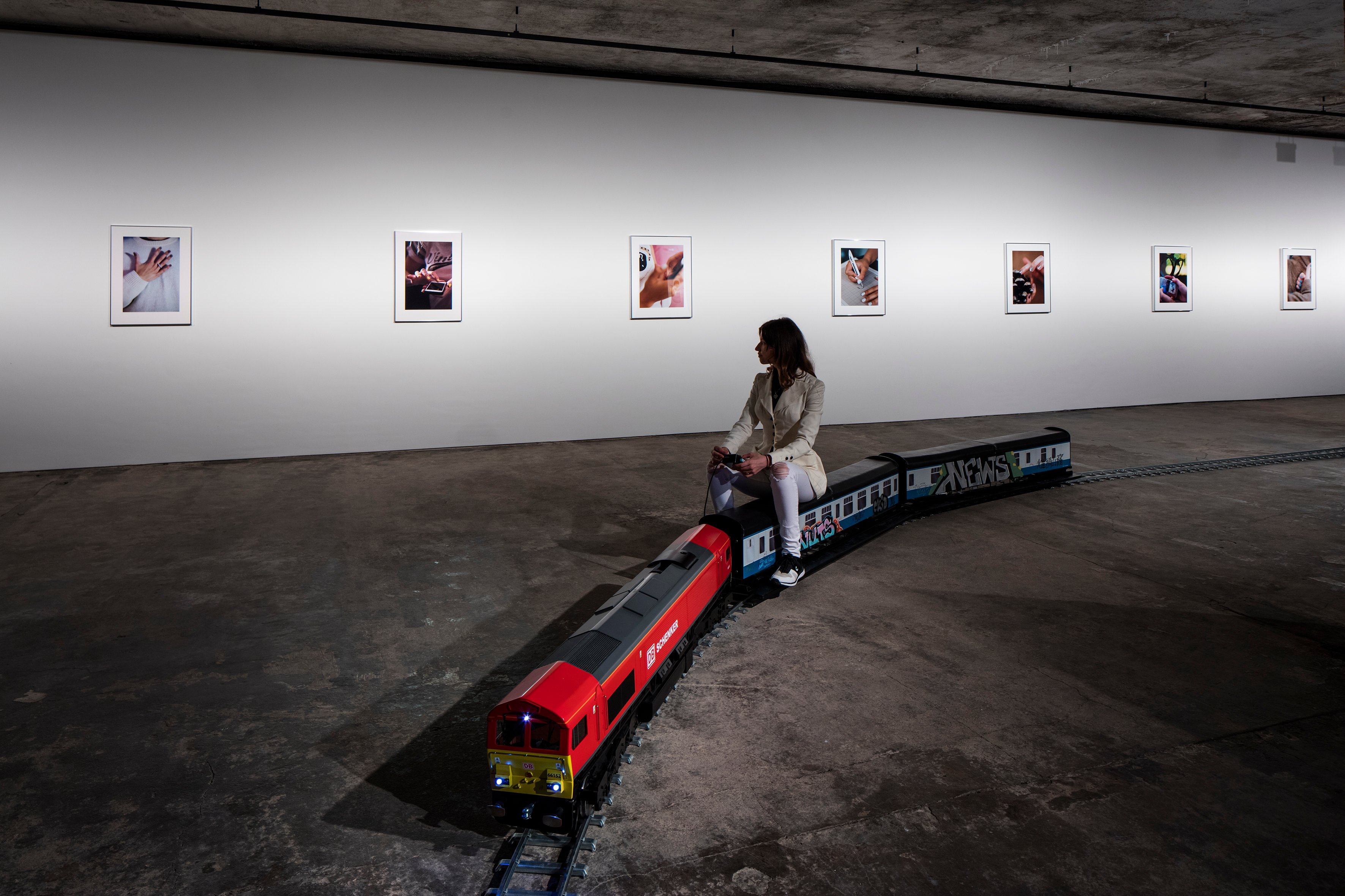 Image: Josephine Pryde, Exhibition view. (Foregound) The New Media Express, 2014. Vinyl Electrical components, batteries, powder-coated steel, paint, MDF, vinyl. Courtesy Josephine Pryde; Galerie Neu, Berlin. (Background) Hands