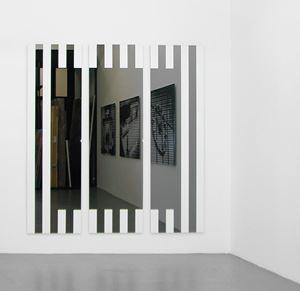 Les Visages colorés  IA - gris by Daniel Buren contemporary artwork