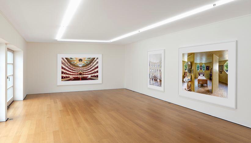 Exhibition view: Candida Höfer, In Moskau – В Mоскве,Galerie Rüdiger Schöttle, Munich (22 November 2019–1 February 2020). CourtesyGalerie Rüdiger Schöttle. Photo:Wilfried Petzi.