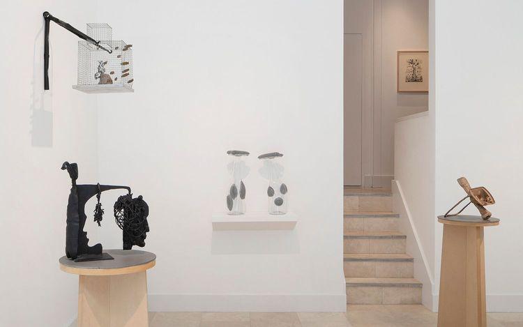 Exhibition view: Bill Woodrow & Richard Deacon, Shared Sculptures, Holtermann Fine Art, London (13 April–6 June 2021). Courtesy Holtermann Fine Art,© Bill Woodrow, @ Richard Deacon. Photo: Ollie Hammick.