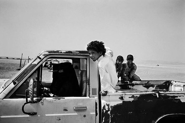 Samer Mohdad,Bedouin women driving a car in the Empty Quarter, Sharoura, Saudi Arabia (2003).Gelatin silver print.40 x60. Courtesy Galerie Tanit.