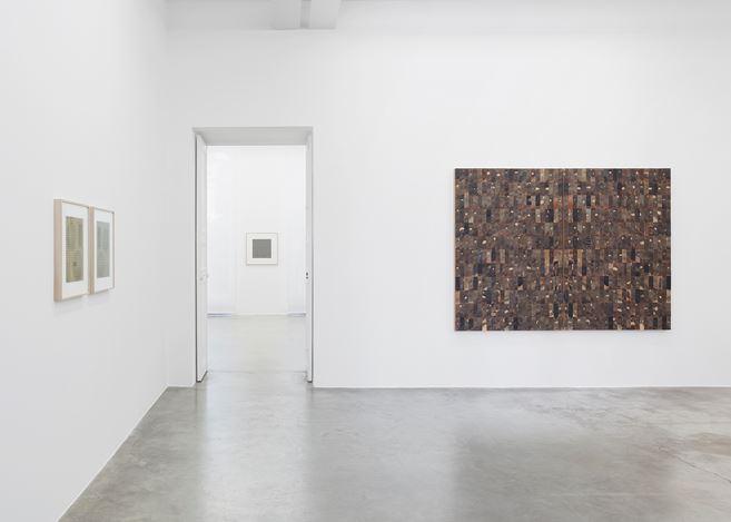 Exhibition view: Gabriel de la Mora, ÉCHO, Perrotin, Paris (12 October–21 December 2019). © Courtesy the artist and Perrotin. Photo: Claire Dorn.
