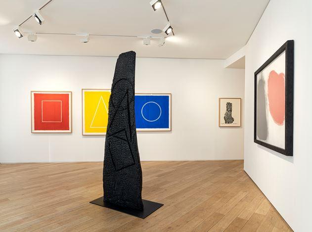 Exhibition view: David Nash,Red, Black & Blue, Galerie Lelong & Co., 38 Avenue Matignon, Paris (23 January–7 March 2020). Courtesy Galerie Lelong & Co. Paris.