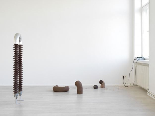 Exhibition view: Nina Canell, Dits Dahs, Galerie Barbara Wien, Berlin (9 September–7 November 2020). Courtesy Barbara Wien Gallery.