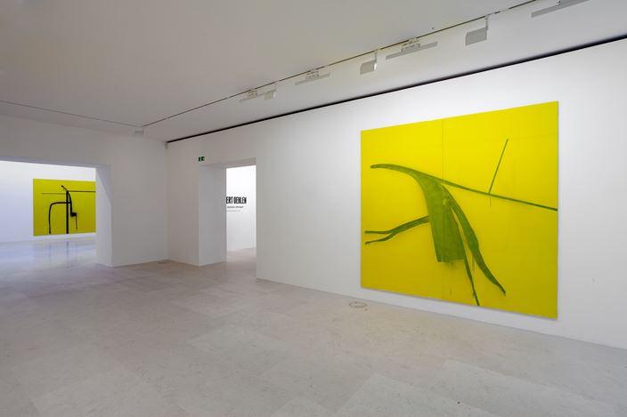 Exhibition view: Albert Oehlen,SEXE, RELIGION, POLITIQUE, Gagosian, Paris (13 October–21 December 2018). Artwork © Albert Oehlen. Courtesy Gagosian. Photo: Zarko Vijatovik.