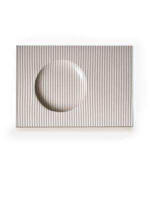 Bianco e Nero by Agostino Bonalumi contemporary artwork sculpture
