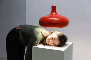 Roast yourself under the sun of Epicurus 在伊比鳩魯的陽光下烤自己 by Erwin Wurm contemporary artwork sculpture, performance