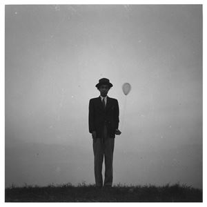 持氣球的自畫像 Self-portrait with a Balloon by Shoji Ueda contemporary artwork
