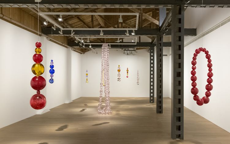 Exhibition view: Jean-Michel Othoniel, Perrotin, Shanghai (5 November 2019–22 February 2020). © Jean-Michel Othoniel / ADAGP, Paris. Courtesy the artist and Perrotin. Photo: Ringo Cheung.