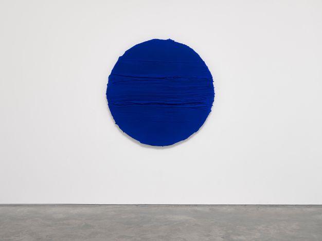 Jason Martin, Untitled (Ultramarine blue) (2021) Mixed media on aluminium. Diameter 144.5 x 15 cm. © Jason Martin. Courtesy Lisson Gallery.