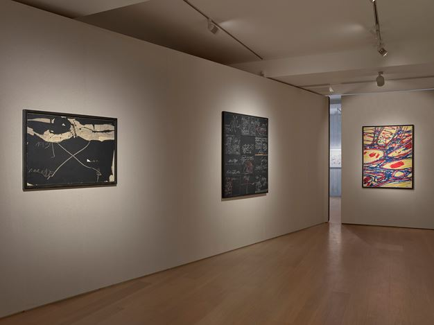 Exhibition view: Group Exhibition, Writings on the Wall, Waddington Custot, London (17 May–8 August 2019). Courtesy Waddington Custot.