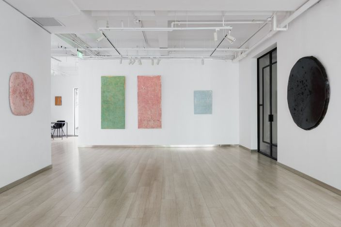 Exhibition view: Weng Jijun, Constellation,Galerie Dumonteil, Shanghai (17 July–11 September 2021). Courtesy Galerie Dumonteil. Photo: ©Susan Tan.