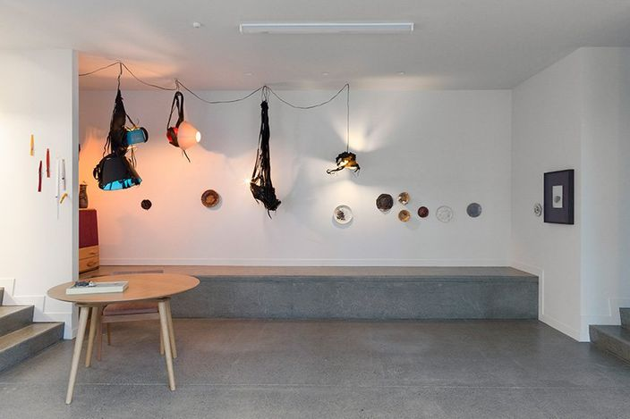 Exhibition view: Fritschgang II - More Rings, Lamps and Plates, Hamish McKay Gallery, Wellington (3–17 July 2021). Courtesy Hamish McKay Gallery.