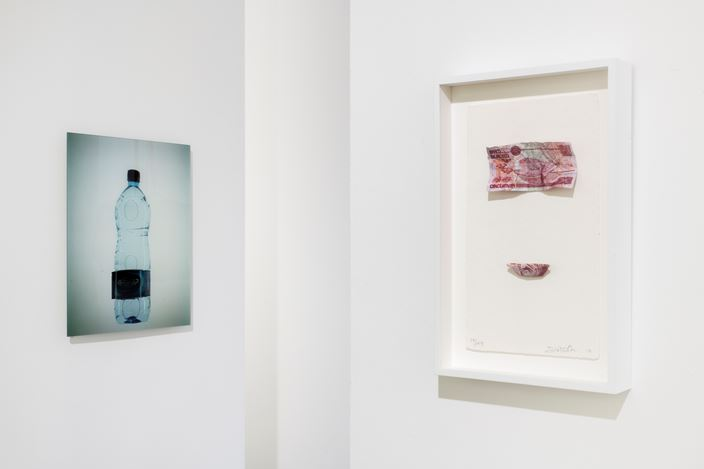 Exhibition view: Group Exhibition, Rhé, Galerie Chantal Crousel, Paris (23 January—27 February 2021). Courtesy the artists and Galerie Chantal Crousel, Paris. Photo: Martin Argyroglo.